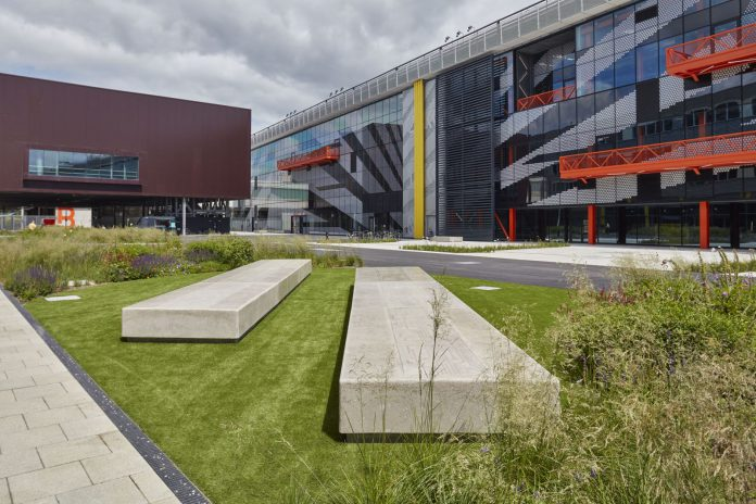 Bespoke concrete benches at Here East. Photos: © LDA Design, photographer Robin Forster